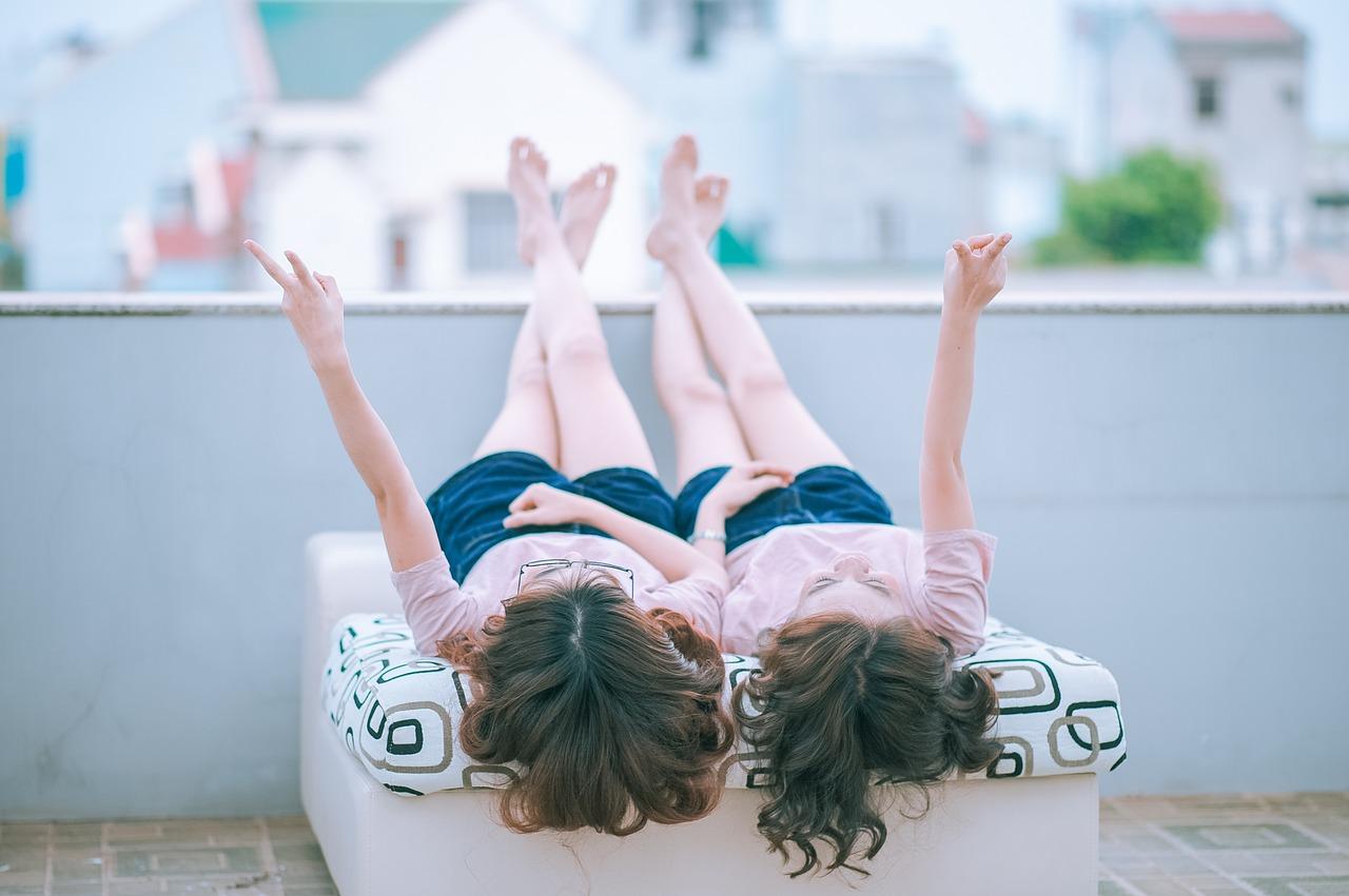 přátelství dvou dívek